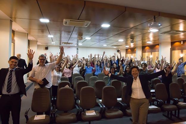 A palestra teve o custo simbólico de 1Kg de alimento não perecível (Foto: Ana Carolina Pavarin)