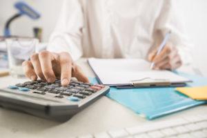 Projeto eleva isenção do IR para cinco salários mínimos e tributa dividendos