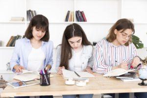 Mulheres aumentam escolaridade em relação aos homens, mostra pesquisa