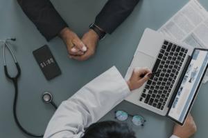 Trabalhador demitido poderá migrar de plano de saúde empresarial para individual sem carência