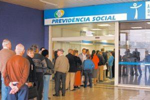 Quem recebe benefícios do INSS pelo banco precisa provar que está vivo para manter pagamento