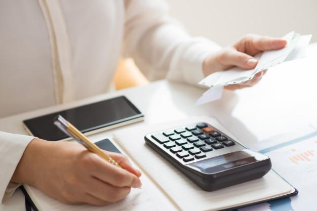 Falta salário para pagar as contas no final do mês?
