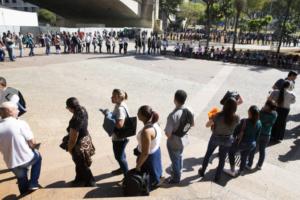 Pacote de combate ao desemprego libera R$ 65 bi para empresas e cria agência de trabalho
